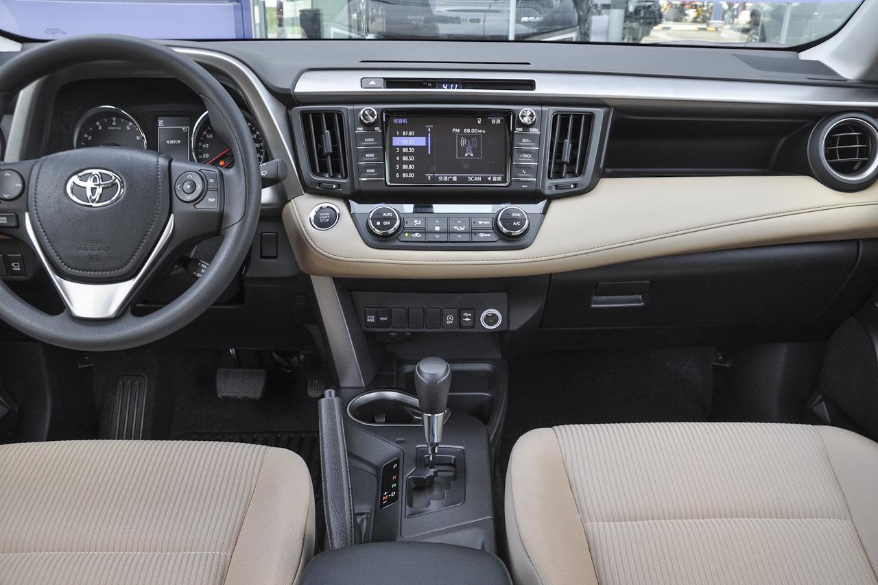 2019款RAV4荣放2.0L CVT两驱风尚X限量版国V