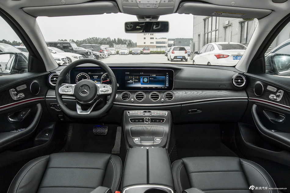 2020款奔驰E级改款2.0T自动 300L 运动时尚型