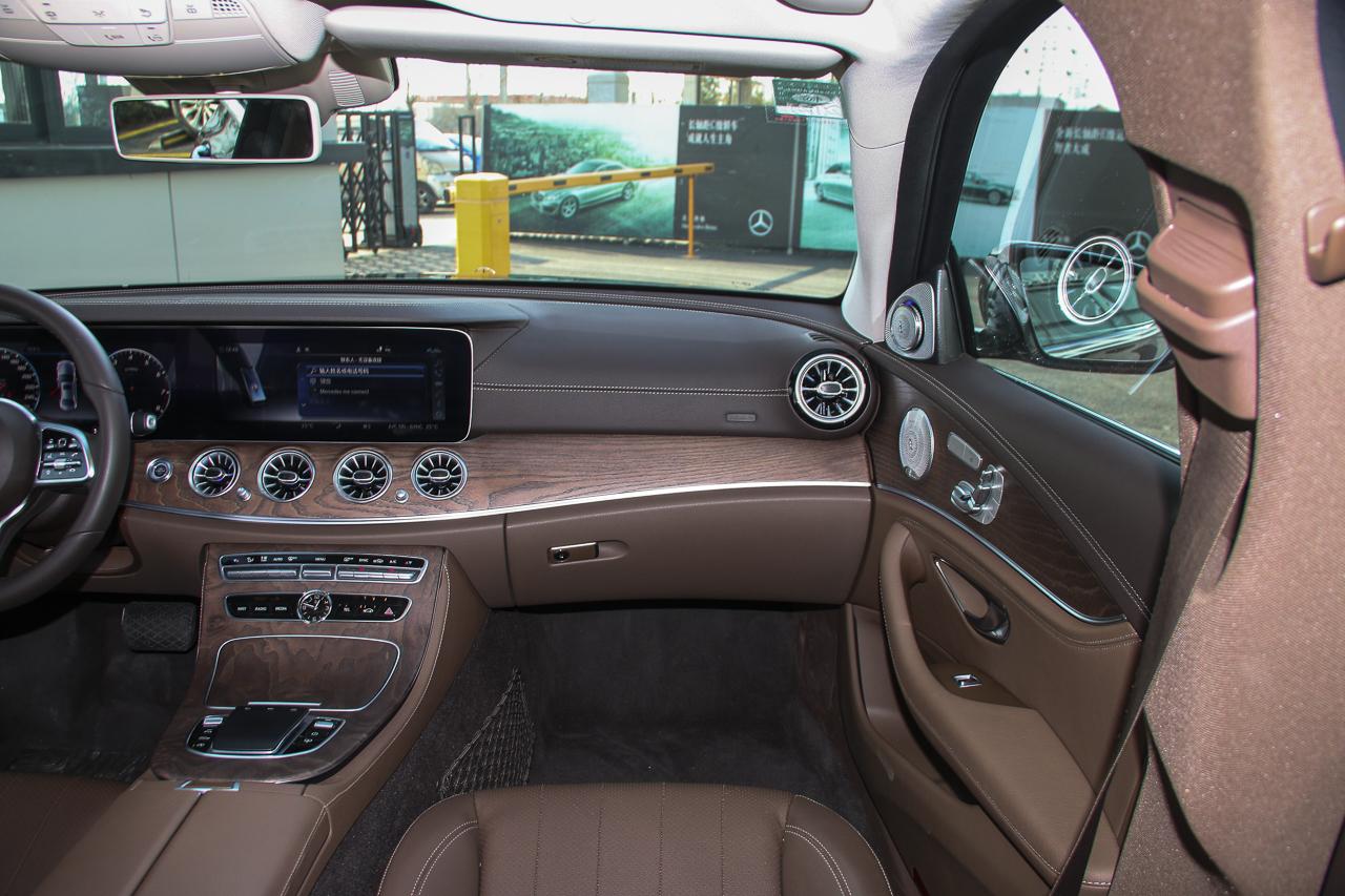 2020款奔驰E级2.0T自动 300L 豪华型